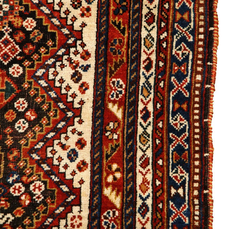 Antique Persian Qashqai Kashkooli Carpet in Pure Wool and Vegetal Dyes For Sale 4