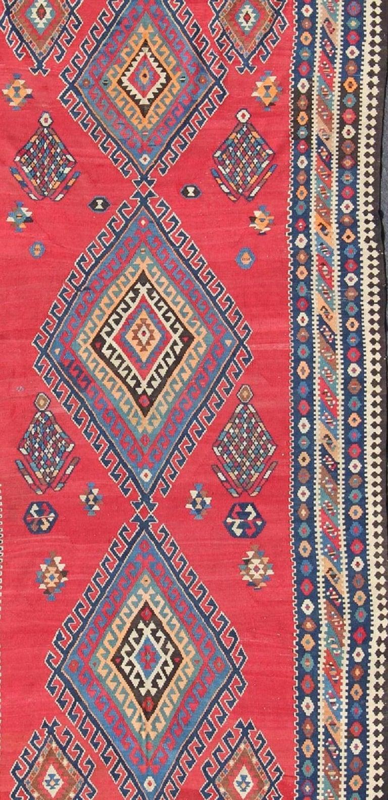 Antique Persian Qashqai Kilim Gallery Rug with Geometric Diamond Design In Good Condition For Sale In Atlanta, GA