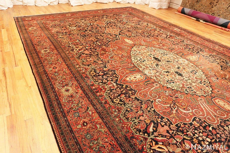 Antique Persian Sarouk Farahan Rug In Good Condition For Sale In New York, NY
