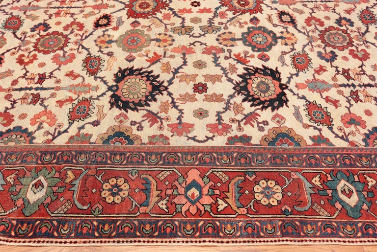 Beautiful room size Antique Persian Sultanabad rug, country of origin: Persia, date: circa 1900.