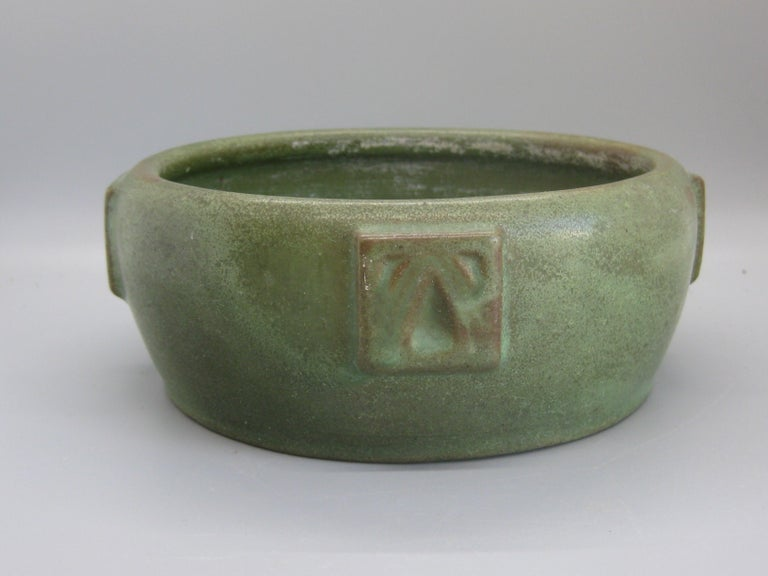 Antique Peters & Reed Zanesville Arts & Crafts Matte Green Art Pottery Bowl Vase In Good Condition For Sale In San Diego, CA