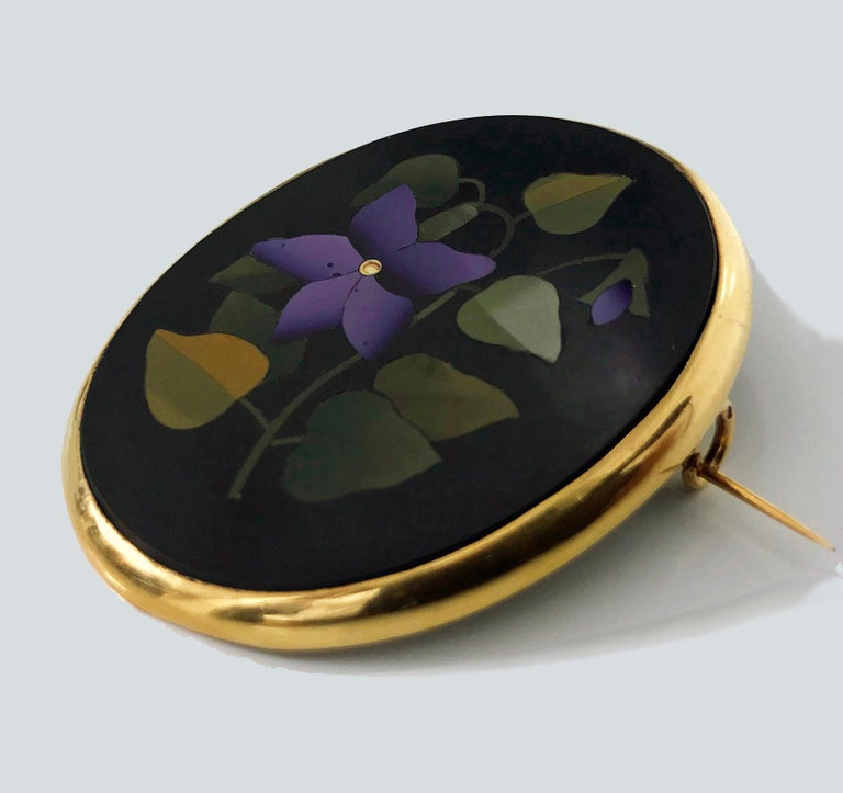 Antique Pietra Dura 18 Karat Gold Brooch, Italy, circa 1870 In Good Condition For Sale In Toronto, ON
