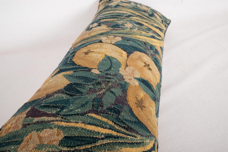Antique Pillow Case Made from a Flemish Tapestry Fragment, 18th Century In Good Condition For Sale In Istanbul, TR