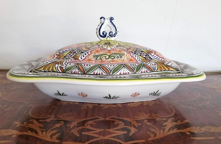Antique Polychrome Delft Hand Painted 17th Century Portuguese Ceramic Tureen/Lid In Excellent Condition For Sale In Coimbra, PT