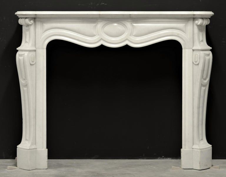 Beautiful, decorative and perfect sized French pompadour style fireplace mantel in white marble. 19th century, France. Great condition, ready to be installed!  Sold by Schermerhorn Antique Fireplaces.