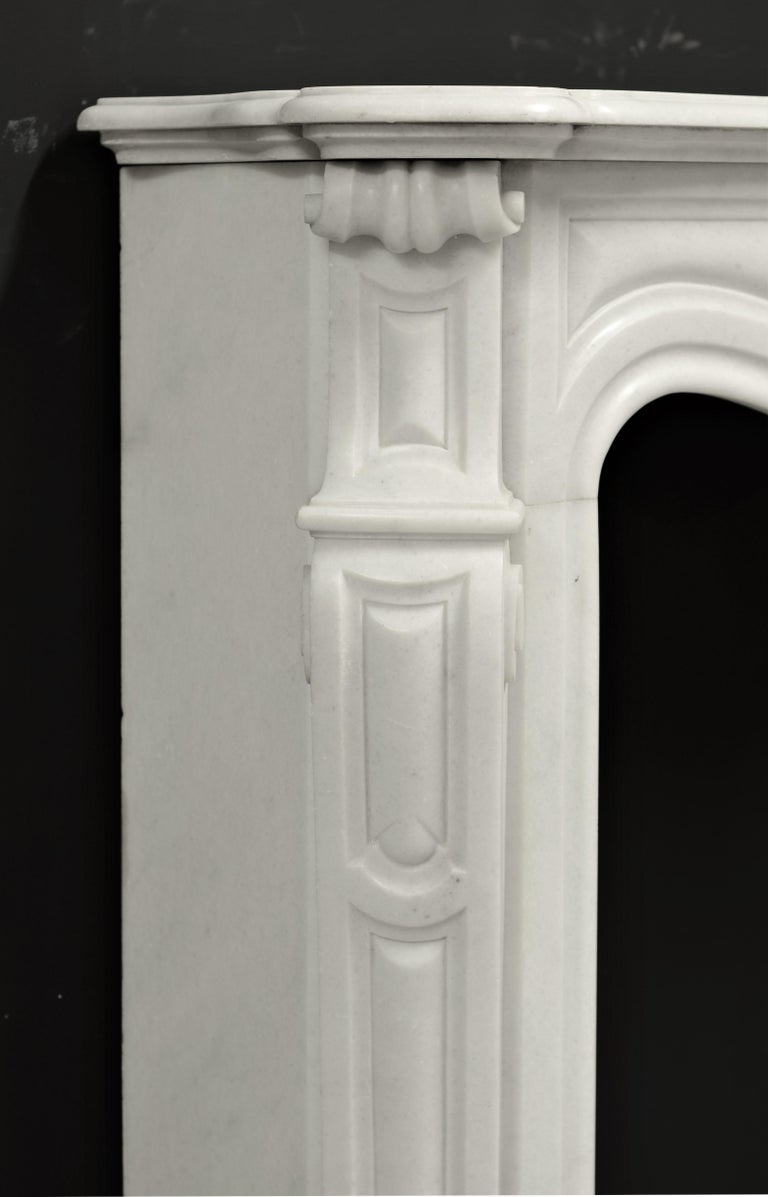 Antique Pompadour Style Fireplace Mantel In Good Condition For Sale In Haarlem, Noord-Holland