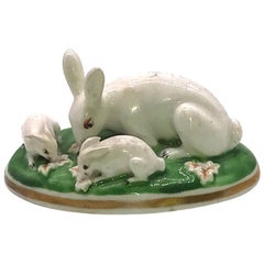 Antique Porcelain Chamberlain Worcester Porcelain Toy Rabbits, circa 1820