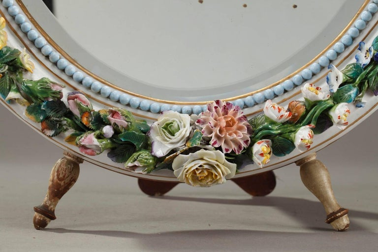 Antique Porcelain Mirror with Barbotine Floral Decoration in Meissen Style In Good Condition For Sale In Paris, FR