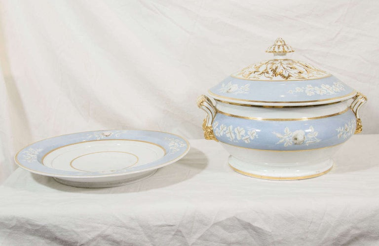 English Antique Worcester Porcelain Soup Tureen Painted Baby Blue Circa 1820 For Sale