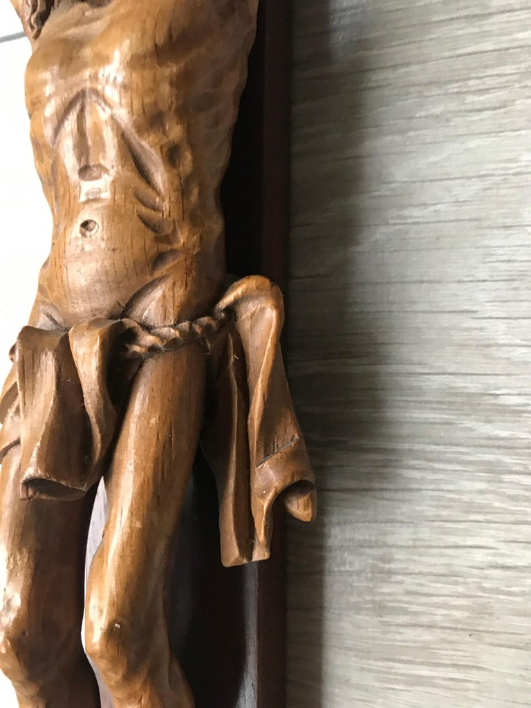 Antique Practical Size, Handcrafted Christ on Macassar Cross Home Wall Crucifix In Good Condition For Sale In Lisse, NL