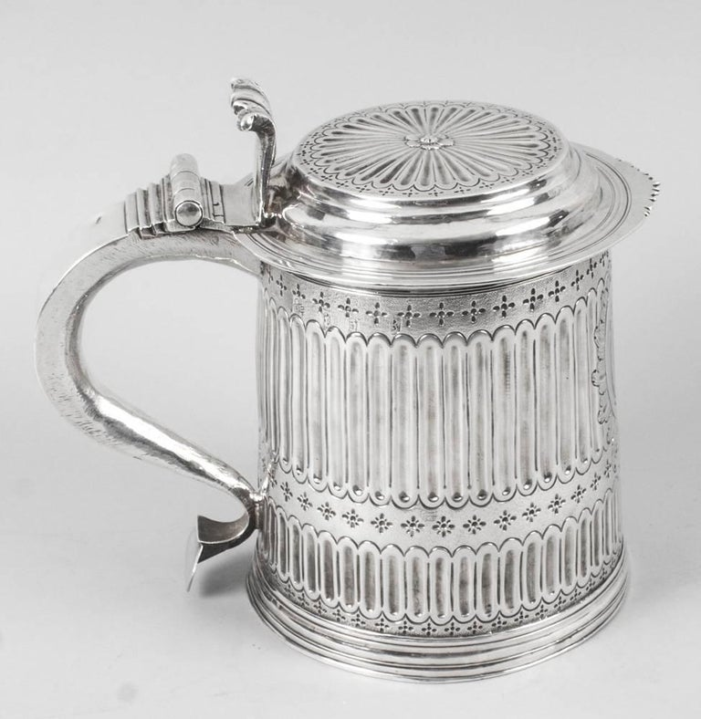 A wonderful rare early antique silver lidded tankard with hall marks for London 1703 and the makers mark LE which stands for Timothy Ley, of Fenchurch Street, London.   This beautiful tankard is of cylindrical tapering form with moulded foot, the