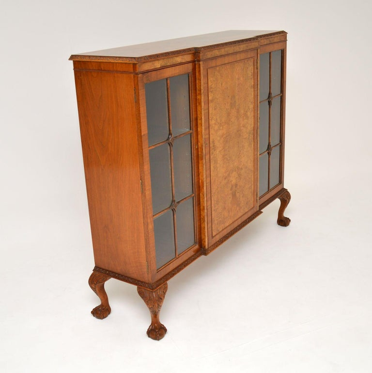 Antique Queen Anne Style Burr Walnut Bookcase In Good Condition In London, GB