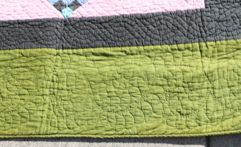 Antique Quilt, Amish Diamond in a Square Quilt In Good Condition For Sale In Los Angeles, CA