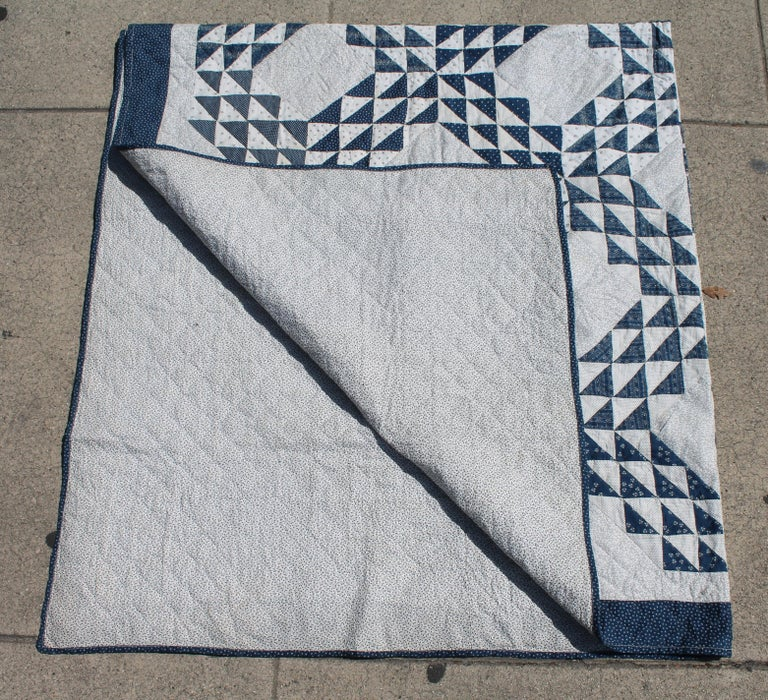 Antique Quilt Blue and White Ocean Waves Pattern In Excellent Condition For Sale In Los Angeles, CA
