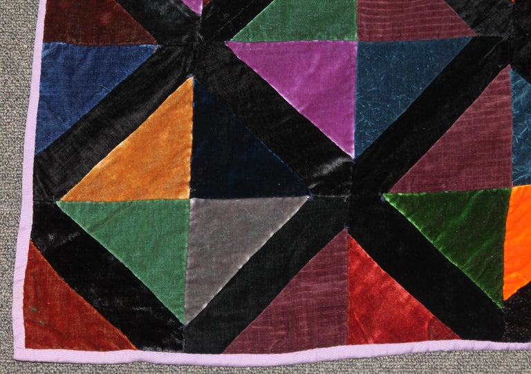 Antique Quilt Fantastic Velvet Hour Glass Quilt In Good Condition For Sale In Los Angeles, CA