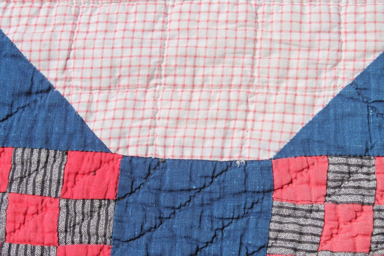 Antique  Quilt in Nine Patch Postage Stamp Pattern In Good Condition For Sale In Los Angeles, CA