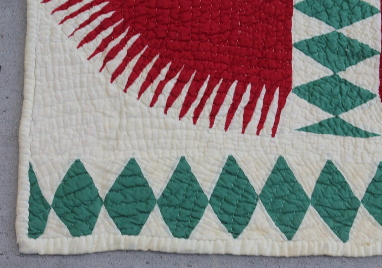 Country Antique Quilt Red and Green New York Beauty For Sale