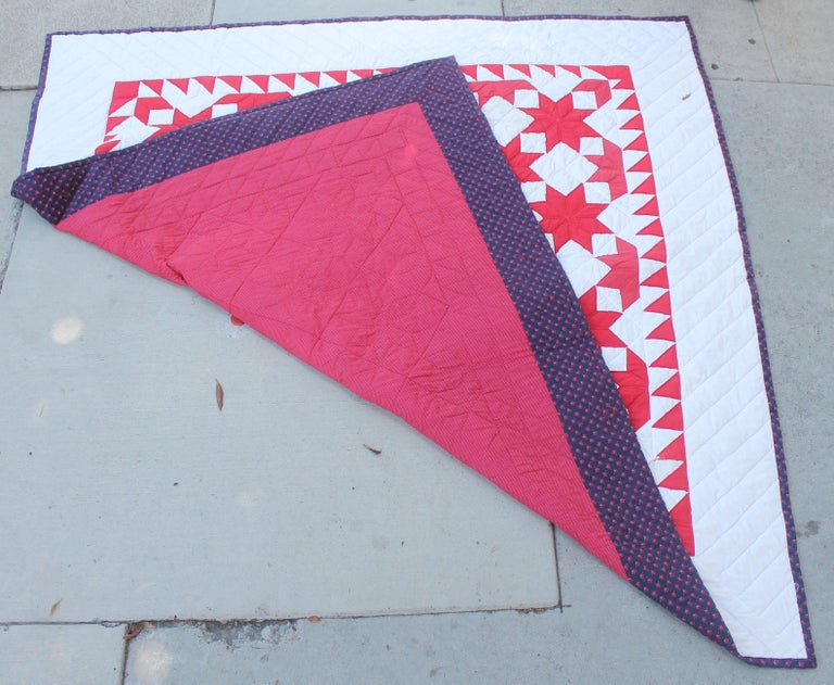 Antique Quilt Red & White Stars In Good Condition For Sale In Los Angeles, CA