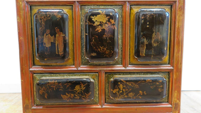 Antique Raised Panel Chest with Drawers In Good Condition For Sale In New York, NY