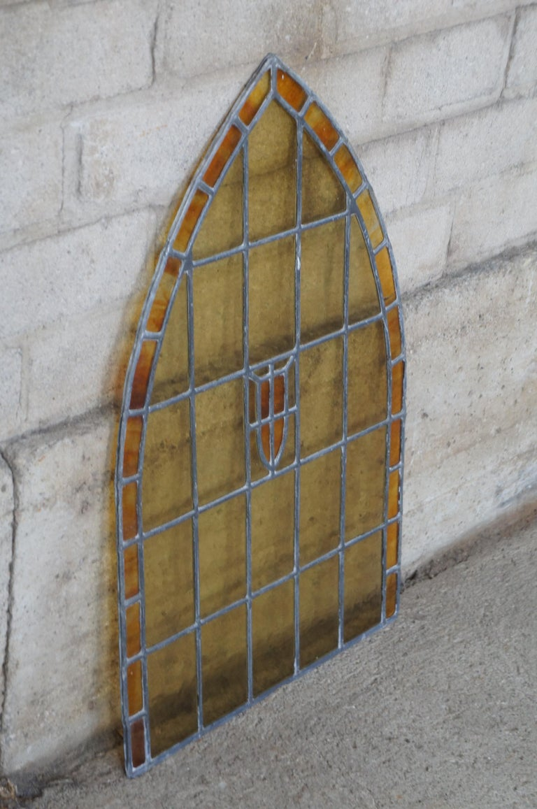 Antique Reclaimed Gothic Victorian Arched Stained Leaded Slag Glass Window In Good Condition In Dayton, OH