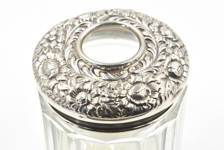 Antique Repose Sterling Flower Vanity Hair Receiver Jar by R Blackinton & Co. In Good Condition For Sale In Miami Beach, FL