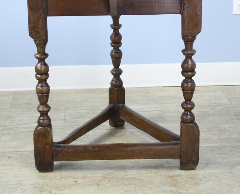 Antique Round English Oak Lamp or Cricket Table In Good Condition For Sale In Port Chester, NY