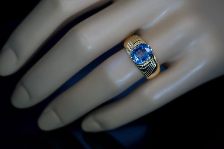 Antique Russian 2.50 Carat Sapphire Gold Unisex Ring In Excellent Condition For Sale In Chicago, IL