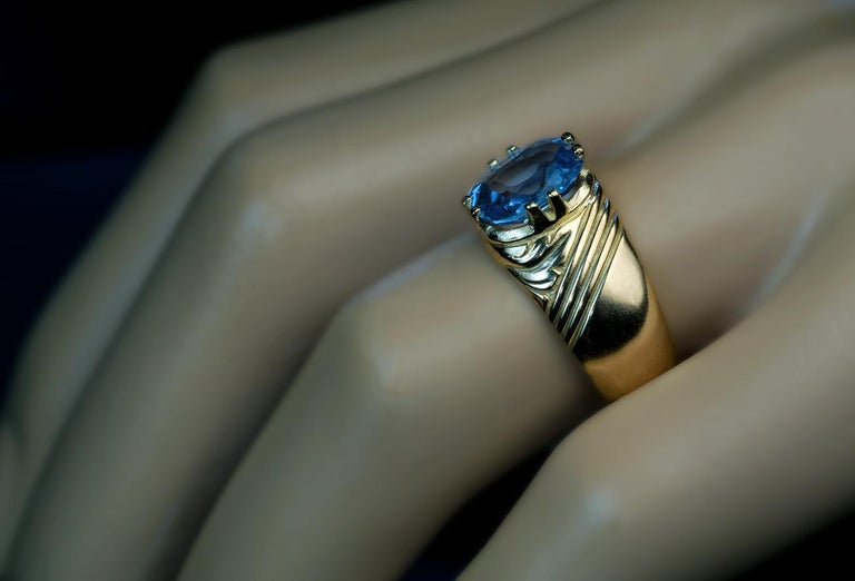 Women's or Men's Antique Russian 2.50 Carat Sapphire Gold Unisex Ring For Sale