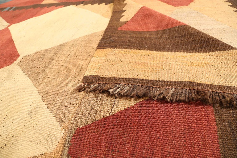 Antique Russian Area Rug Kilim Design In Excellent Condition For Sale In Dallas, TX