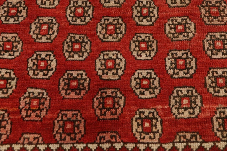 Antique Russian Karabagh Square Rug with Traditional Modern Style In Good Condition For Sale In Dallas, TX