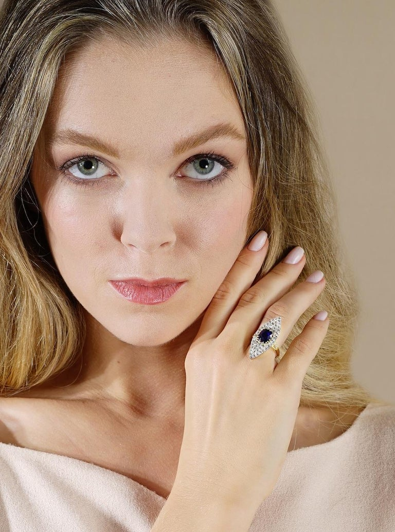 Antique Sapphire Diamond Platinum Gold Ring In Excellent Condition For Sale In Geneva, CH