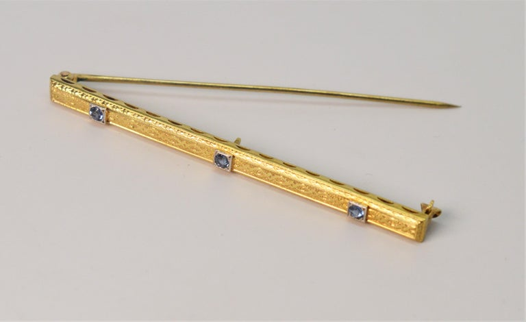 Round Cut Antique Sapphire Yellow Gold Bar Pin Brooch For Sale