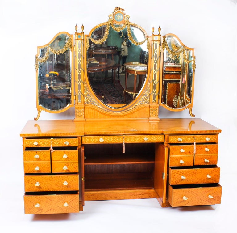 Antique Satinwood and Marquetry Dressing Table Waring and Gillow, 19th Century For Sale 4
