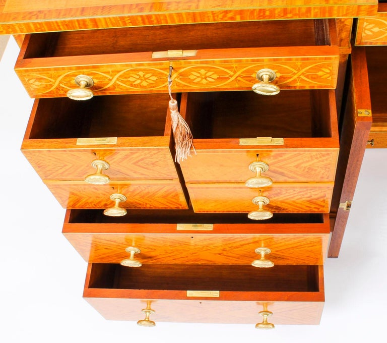 Antique Satinwood and Marquetry Dressing Table Waring and Gillow, 19th Century For Sale 5