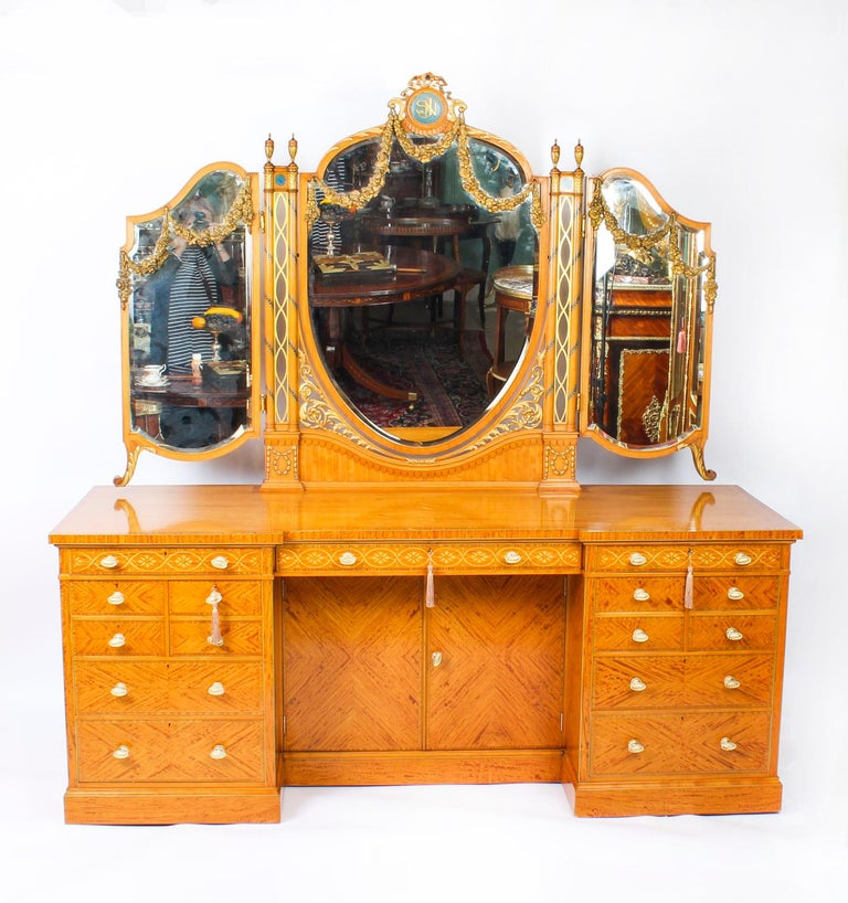 Antique Satinwood and Marquetry Dressing Table Waring and Gillow, 19th Century For Sale 10