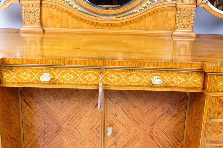Antique Satinwood and Marquetry Dressing Table Waring and Gillow, 19th Century In Good Condition For Sale In London, GB