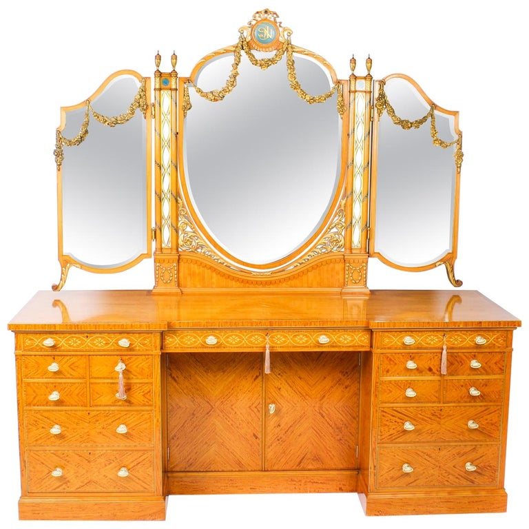 Antique Satinwood and Marquetry Dressing Table Waring & Gillow, 19th Century For Sale