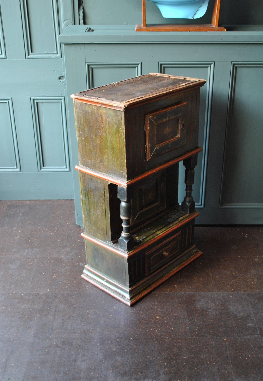 Delicieux Antique Scandinavian Folk Art Painted Gustavian Cabinet, 1806 For Sale 1