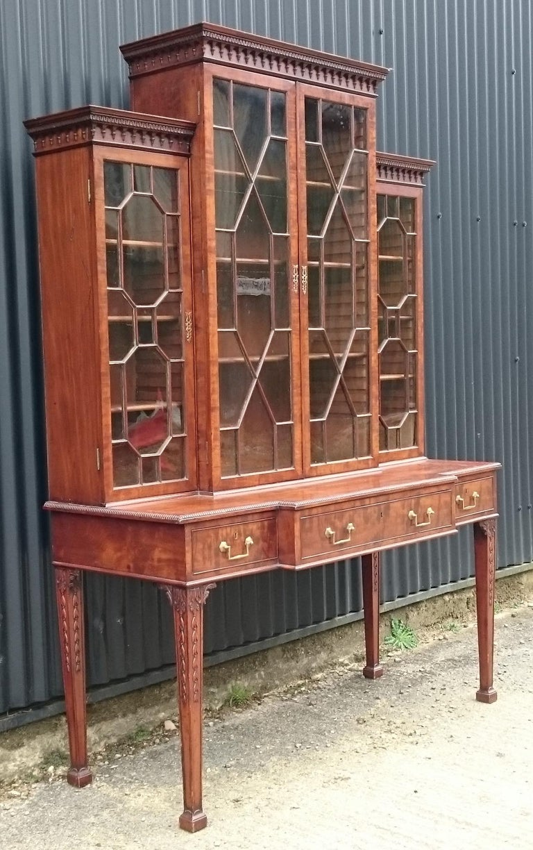 Antique secretaire or secretary bookcase, this is an especially fine piece of furniture made from fine quality figured fiddle back mahogany with mahogany lined drawers and a desk drawer with writing slope and sections for writing materials including