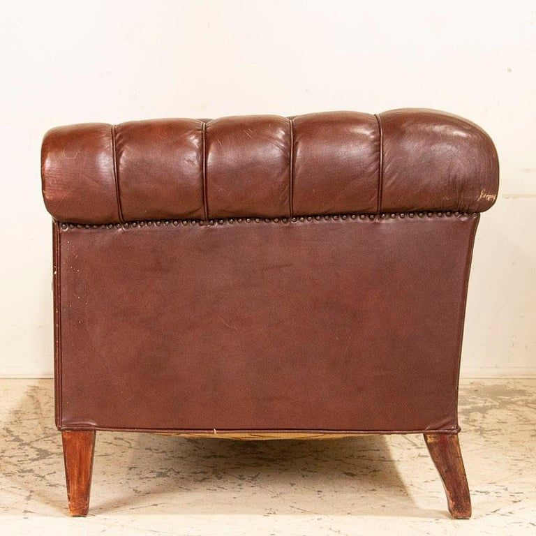 20th Century Antique Set of Brown Vintage Leather Chesterfield Sofa and Pair of Club Chairs For Sale