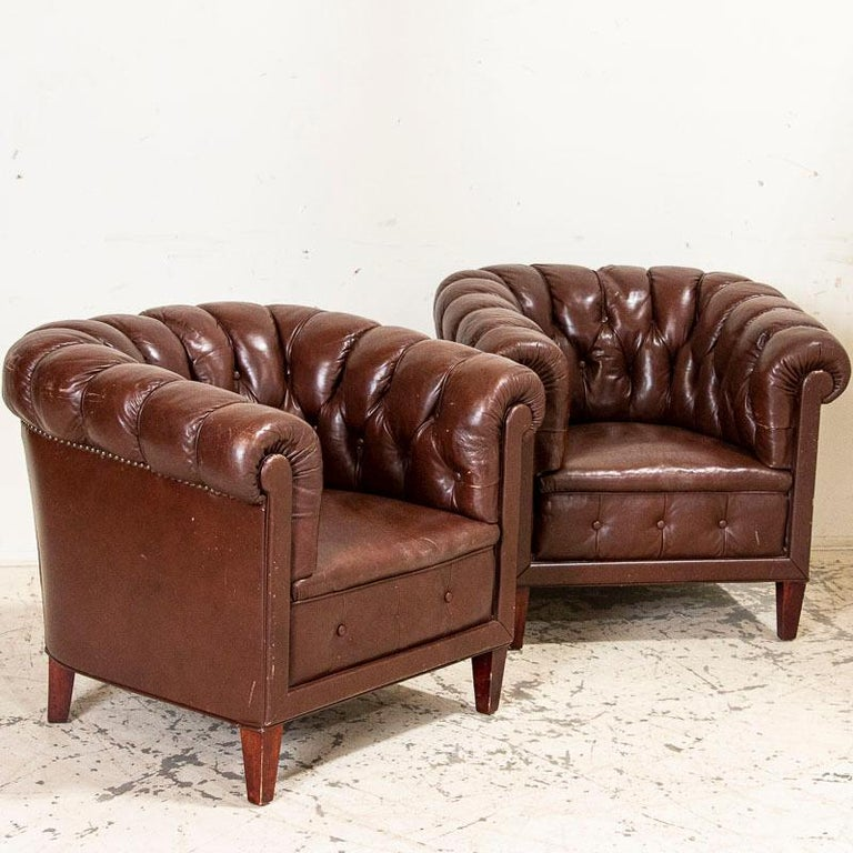 Antique Set of Brown Vintage Leather Chesterfield Sofa and Pair of Club Chairs For Sale 1