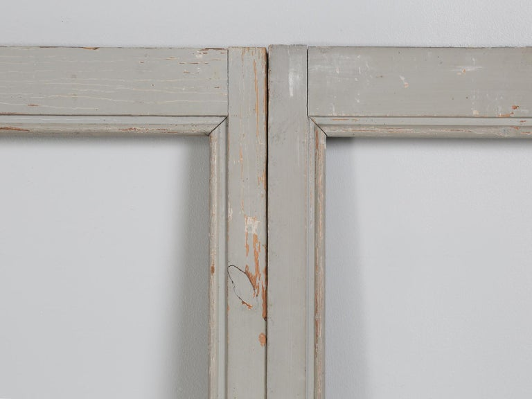 Antique Set of Eight Matching Original Paint French Glazed Doors In Distressed Condition For Sale In Chicago, IL