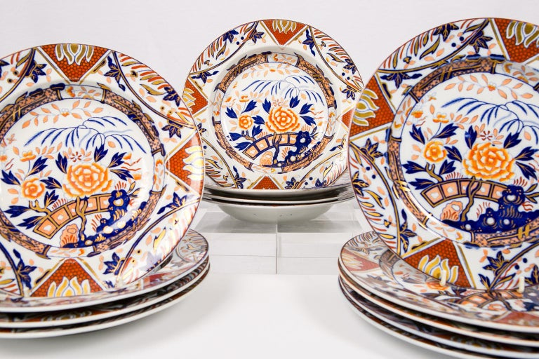 Antique Set of English Imari Porcelain Dishes Painted Iron Red Blue Gold In Excellent Condition For Sale In New York, NY