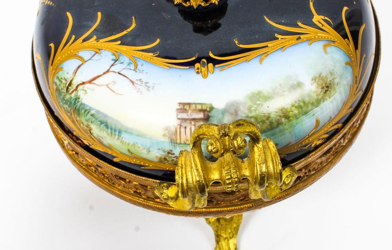 Antique Sevres Royal Bleu Porcelain Pot-Pourri Urn Stamped, 1846, 19th Century  For Sale 4
