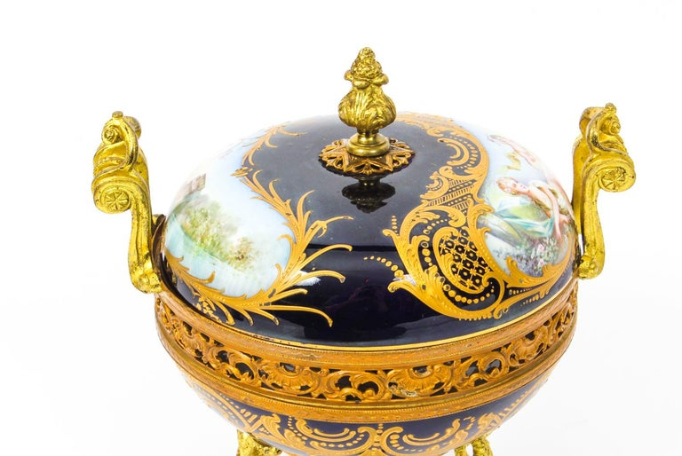 Antique Sevres Royal Bleu Porcelain Pot-Pourri Urn Stamped, 1846, 19th Century  In Good Condition For Sale In London, GB