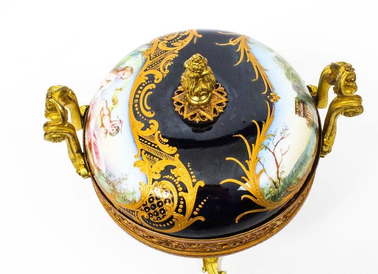 Antique Sevres Royal Bleu Porcelain Pot-Pourri Urn Stamped, 1846, 19th Century  For Sale 1