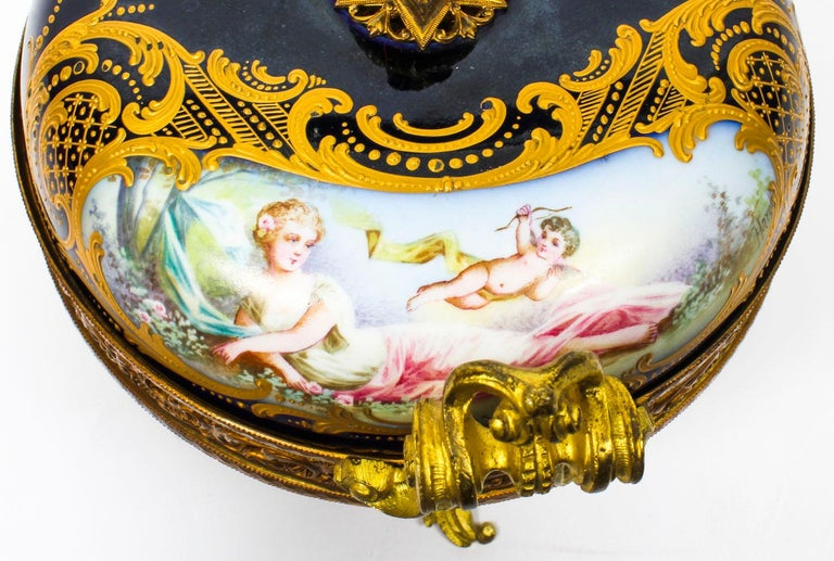 Antique Sevres Royal Bleu Porcelain Pot-Pourri Urn Stamped, 1846, 19th Century  For Sale 3