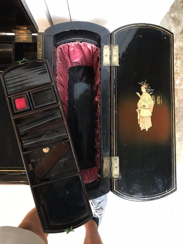 Antique Sewing Table with Chinoiserie Lacquer 'English, Early 19th Century' For Sale 11