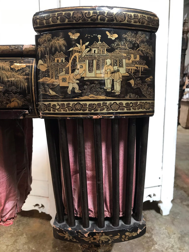 Antique Sewing Table with Chinoiserie Lacquer 'English, Early 19th Century' For Sale 4