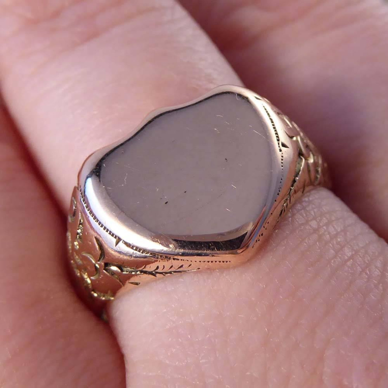 Antique Shield Signet 9 Carat Rose Gold Ring at 1stdibs